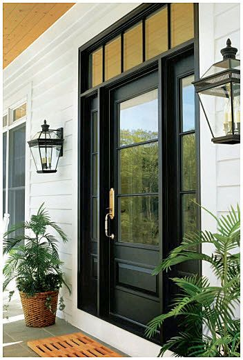 Portas pintadas de preto, internas e externas são uma nova tendência de decoração para quem procura por modernidade e sofisticação na hora de renovar