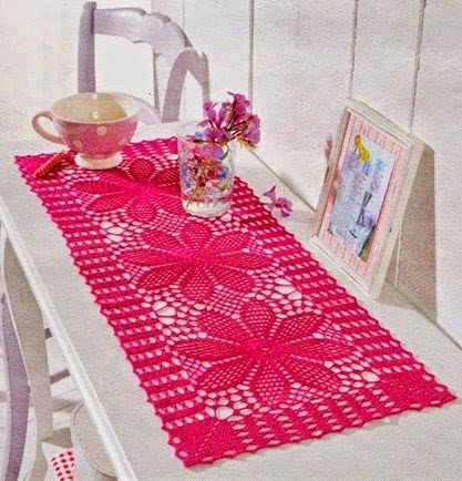 Girl's room decoration with crochet pattern pink