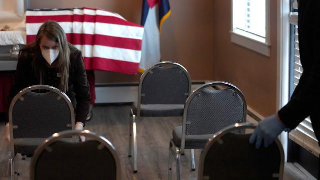 Experto asegura que si se toman en cuenta las muertes por covid-19 en geriátricos, EE.UU. podría alcanzar las 200.000 muertes