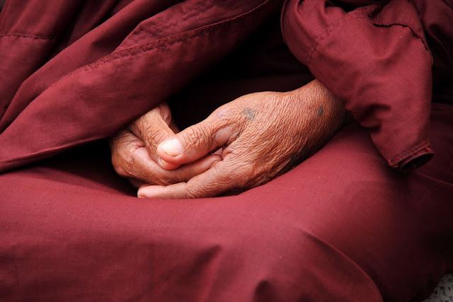 méditation pleine conscience moine bouddhiste