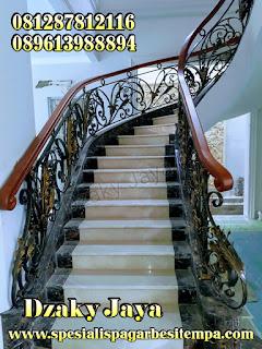 Contoh produk railing tangga klasik model 3D untuk rumah model klasik