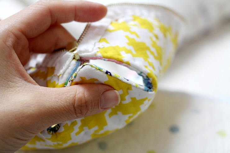 How to make DIY Picture Tutorial cosmetic bag purse fabric sewing patchwork.  Сумочка-косметичка пэчворк. Фото-инструкция по шитью.