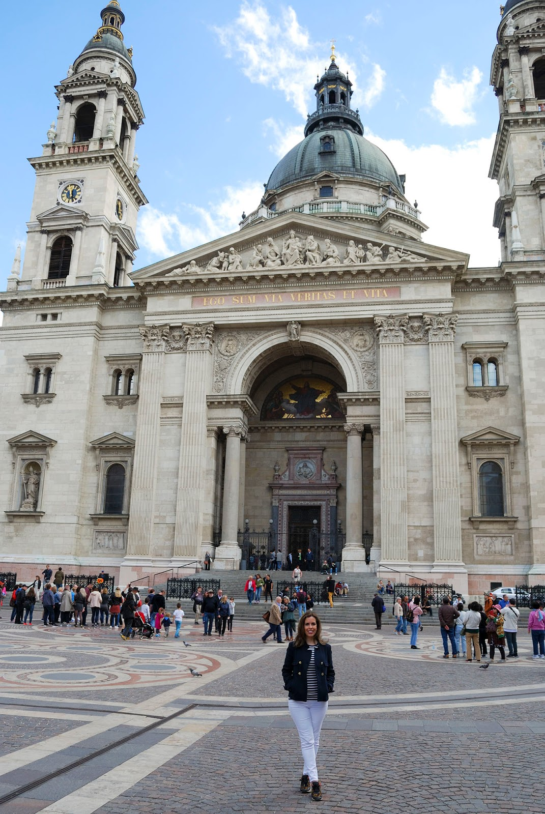 budapest guide itinerary st stephen basilica church sights landmarks hungary