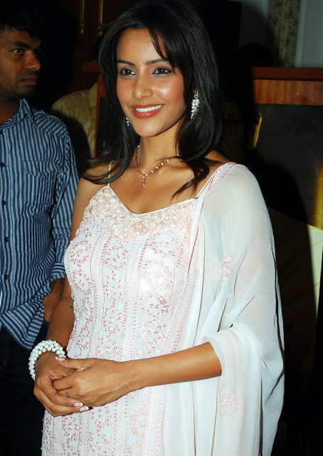 Actress Priya Anand Throwback Pics Navel Queens