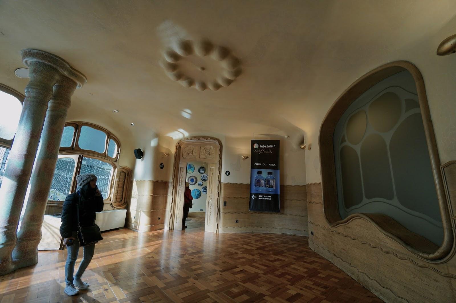 カサ・バトリョ(Casa Batlló) 水の波紋のような装飾