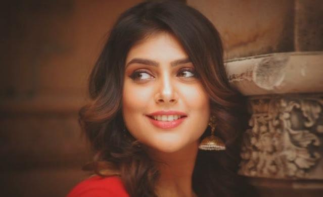Ishita Chauhan biography in Hindi