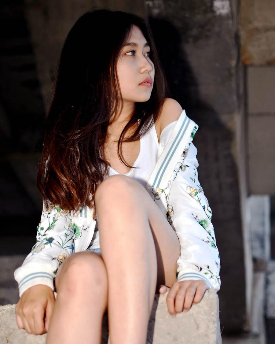foto model IGO seksi Nanda Cewek tanktop putih
