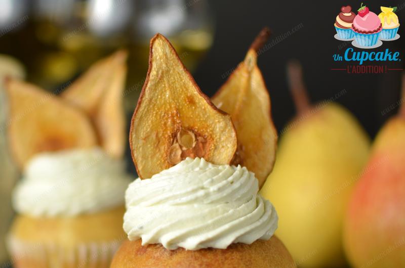 Cupcakes Poire & Bleu d'Auvergne : la douceur acide de la poire et la puissance du Bleu d'Auvergne mariés dans un Cupcake élégant.