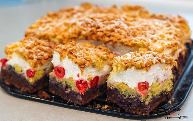 ciasta i desery, pleśniak, ciasto kruche, ciasto na kruchym z owocami, kruche ciasto z pianą z białek, ciasto na kruchym spodzie, pleśniak z wiśniami, ciasto pleśniak przepis,