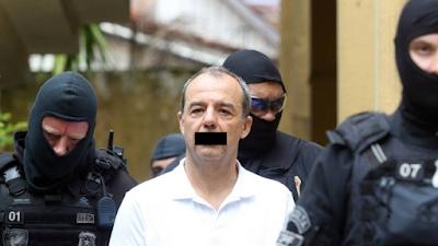 Cabral com tarja preta na boca