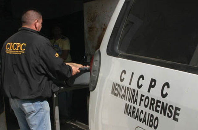 http://noticiaaldia.com/2016/10/grupo-armado-con-fusiles-asesina-a-comerciante-pesquero-en-rosario-de-perija/