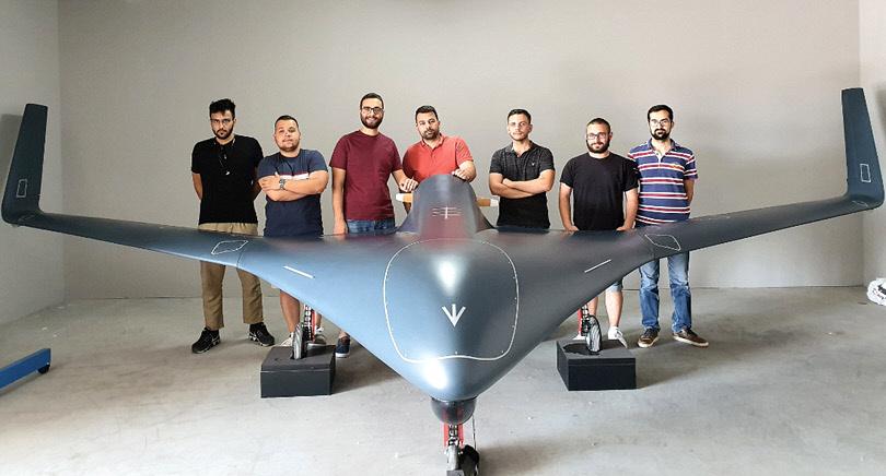 Η-ομάδα-επιστημόνων-του-ΑΠΘ-που-κατασκεύασε-το-UCAV-MPU-RX4