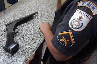 http://vnoticia.com.br/noticia/3728-pm-detem-casal-por-porte-ilegal-de-arma-em-barra-do-itabapoana