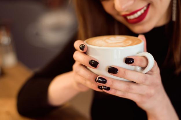 tahukah-anda-bahwa-minum-terlalu-banyak-kopi-dapat-mengurangi-peluang-untuk-hamil