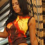 Andrea Rincon, Selena Spice Galeria 36 : Shakiras, Camiseta Negra Con Amarillo y Rojo, Tanga Amarilla y Naranja Foto 48