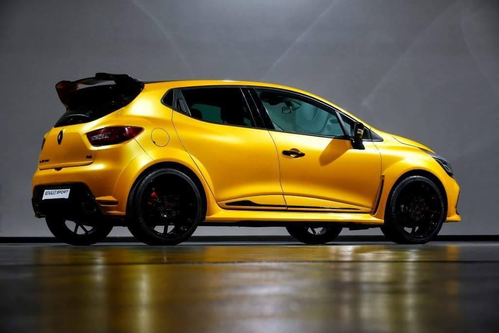renault clio rs grows more muscle could get 250 hp. Black Bedroom Furniture Sets. Home Design Ideas