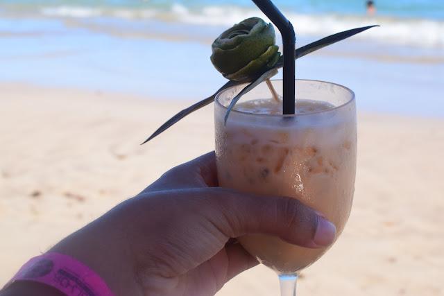 drink decorado com abacaxi