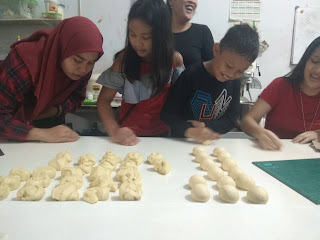 kursus kue Pekanbaru, Kursus kue anak-anak di Pekanbaru, Belajar buat Donut anak-anak