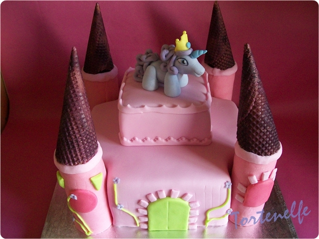 Tortenelfes Blog Backe Backe Kuchen Filly Schloss Torte Fur