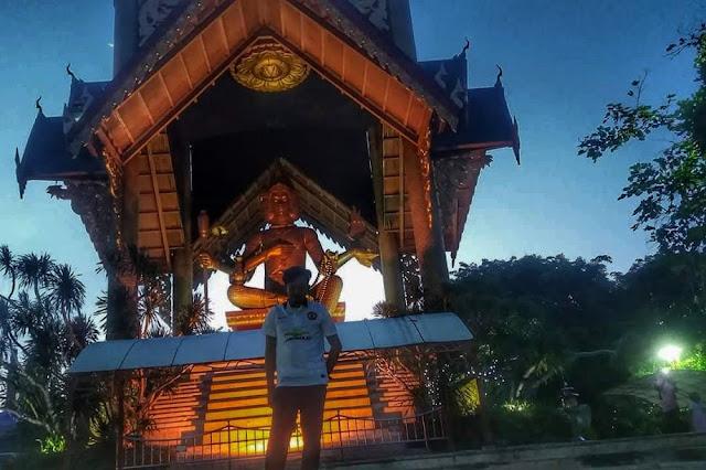 Patung Budha 4 Rupa di malam hari