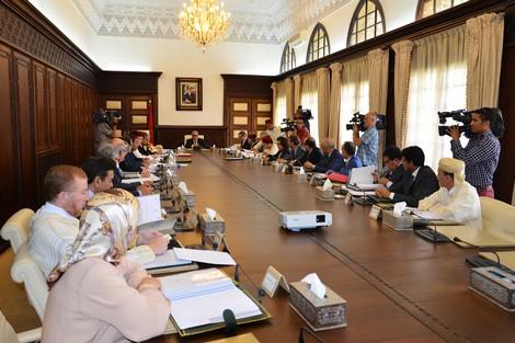 """حكومة بنكيران تصادق على قانون يتيح للإدارة التوظيف بـ""""الكُونطْرَا"""""""
