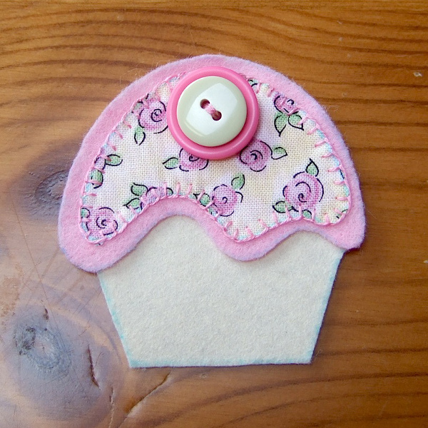 Front piece side of cupcake felt brooch