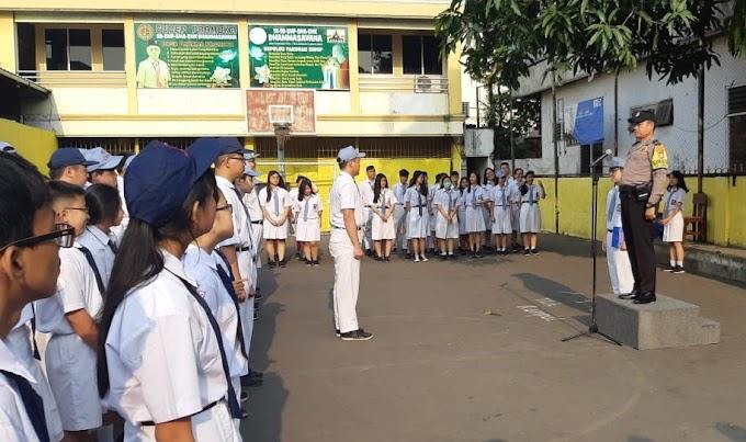 Aiptu Cecep Supriyadi Selaku Pembina Upacara 'Di Apel Pagi Sekolah Dhamasavana