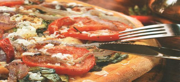 بيتزا لذيذة بالخضر المشوية