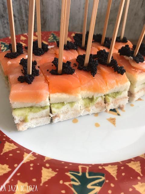 Pastel salado con atún, guacamole y salmón ahumado