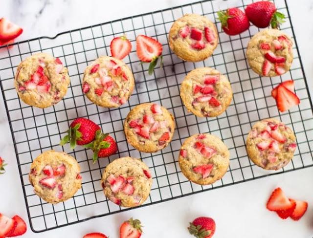 Fresh Strawberry Muffins #desserts #baking