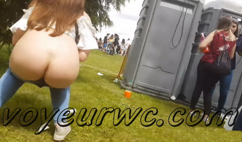 Girls Gotta Go 108 (Voyeur pee videos - Drunk spanish chicks peeing in public at festival)
