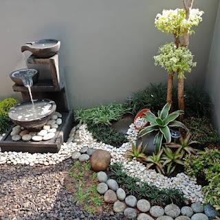 taman dengan batu alam