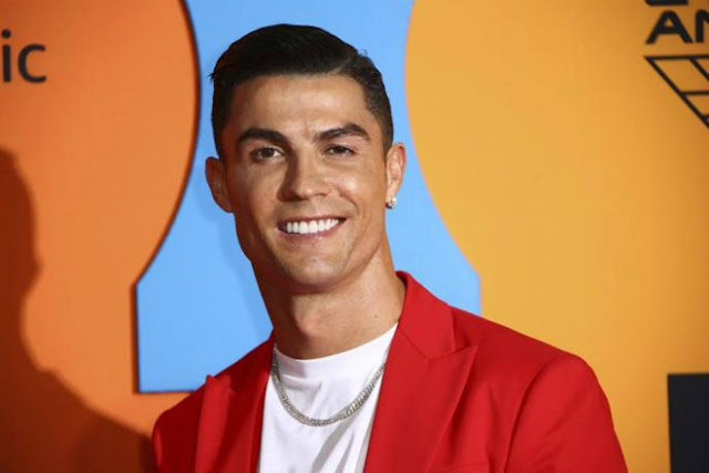 Ronaldo và bạn gái diện đồ cực độc trở lại TBN, nhận tin dữ về bạn thân 2