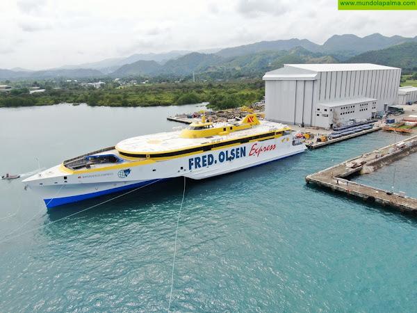 El nuevo trimarán de Fred. Olsen Express, ya a flote, llegará a Canarias este verano