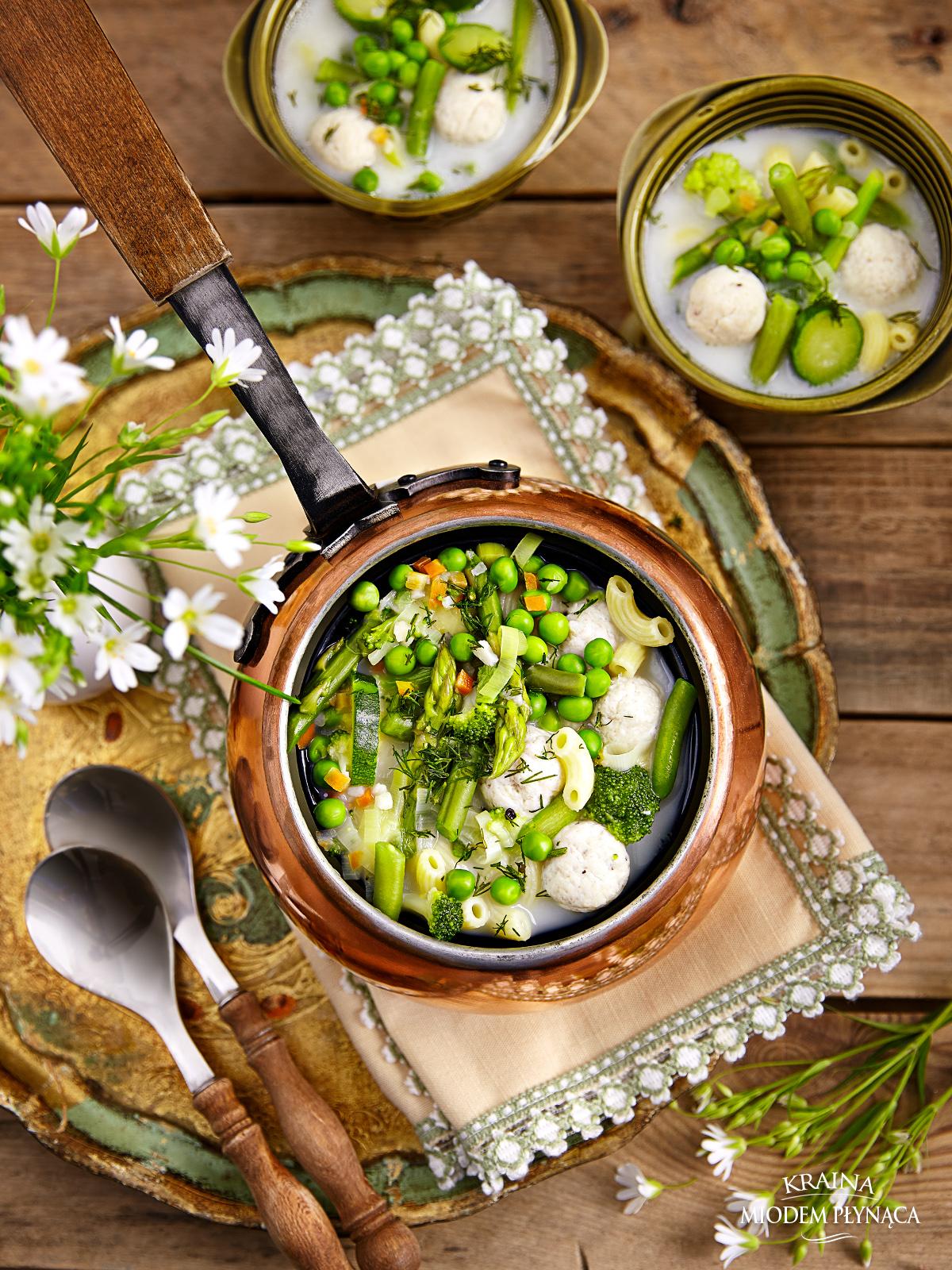 zupa jarzynowa, zupa z zielonych warzyw, zupa szparagowa, zupa ze szparagami, zupa brokułowa, kremowa zupa, lekka zupa, dietetyczna zupa, pulpeciki drobiowe, dietetyczne pulpeciki, zupa z pulpecikami, kraina miodem płynąca