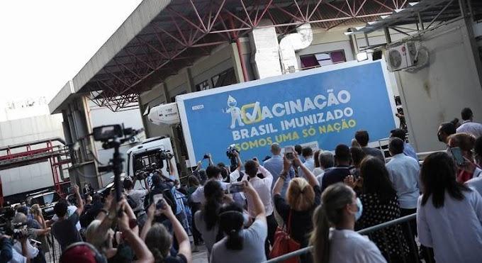 Material para produzir 12 milhões de doses de vacina chega ao Rio