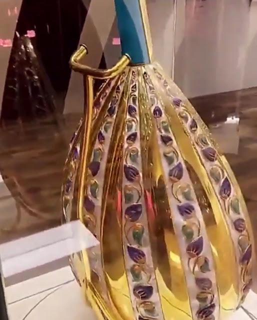 أغلى عود من الذهب والصدف ضمن مقتنيات الفنان رابح صقر في المعرض المصاحب لـ #ليلة_الموسيقار_رابح_صقر ضمن فعاليات