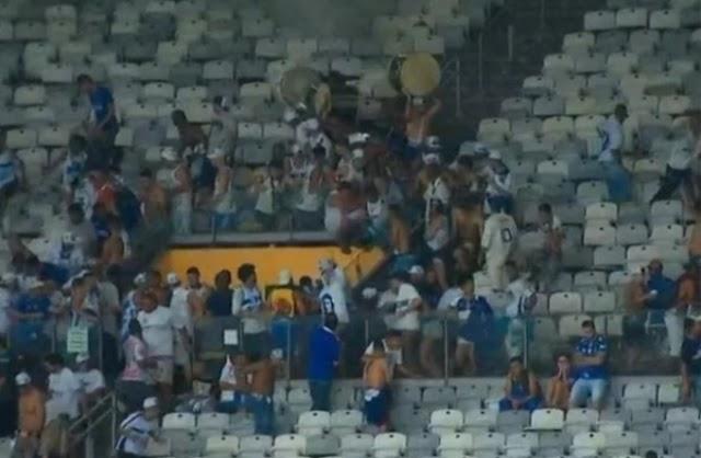 Torcedores do Cruzeiro brigam entre si e depredam o Mineirão