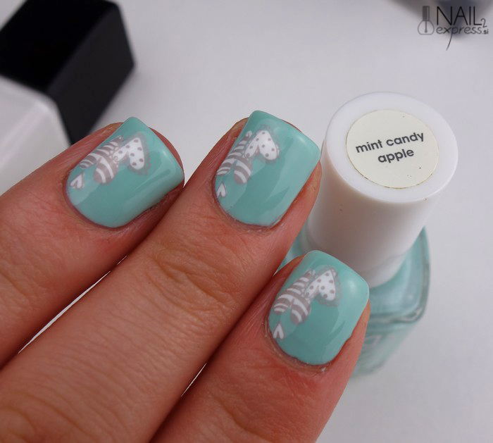 Manikira z lakom Essie Mint Candy Apple