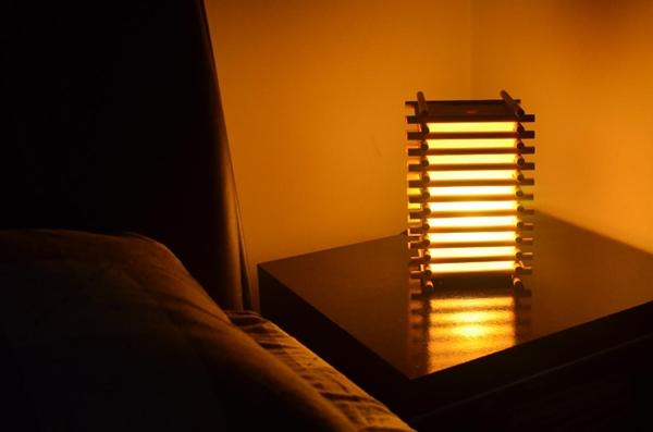 como fazer uma luminária japonesa de madeira