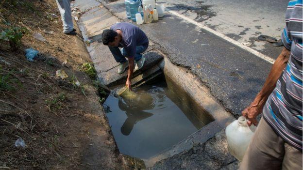 Crisis en Venezuela: por qué la falta de agua es más grave (y peligrosa) que los cortes de electricidad
