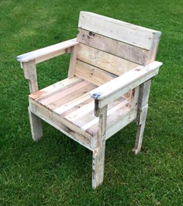 thousands of recycled pallet furniture ideas pallet. Black Bedroom Furniture Sets. Home Design Ideas
