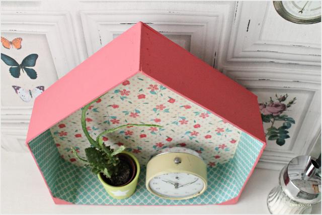 como-hacer-estante-casita-diy-caja-fresas-reciclada