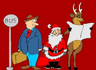 Babbo Natale e renna alla fermata dell'autobus