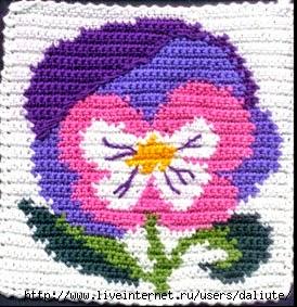 Flores tejidas al crochet combinando colores con patrones