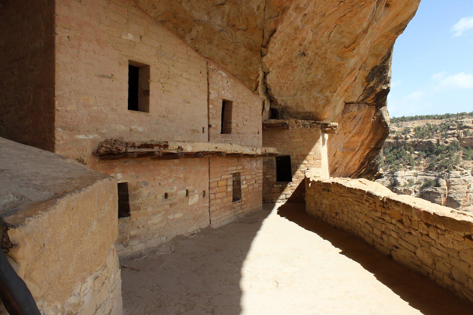 gjhikes.com: Balcony House