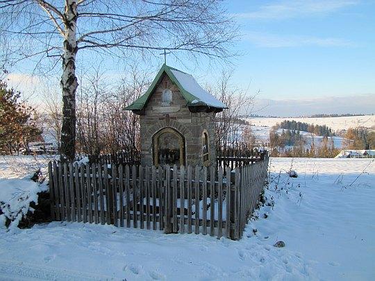 Kapliczka przed Wierch Grapa.
