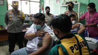 Polres Probolinggo Kota Gelar Vaksinasi Pelajar di SMA Taman Madya