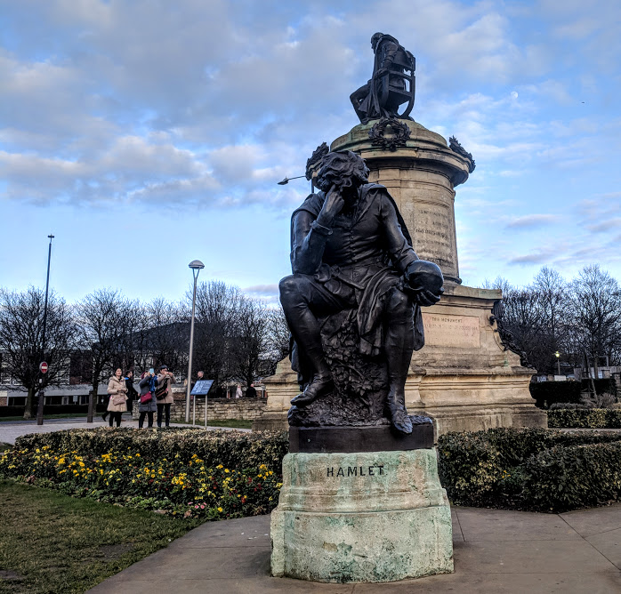 A Quick Guide to Visiting Stratford-Upon-Avon with Kids (on a budget)  - hamlet statue