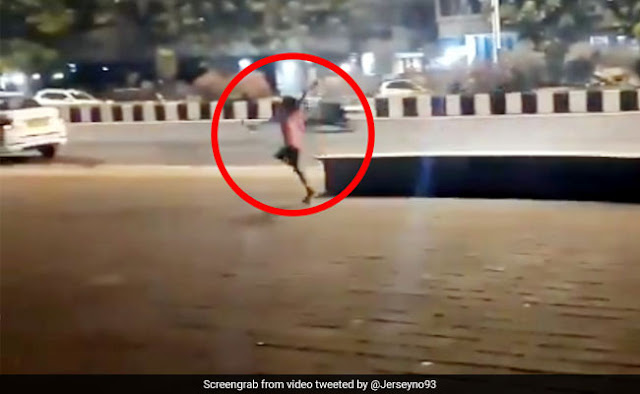 सड़क किनारे बच्चे ने की जसप्रीत बुमराह जैसी बॉलिंग, क्रिकेटर ने दिया ऐसा रिएक्शन... देखें Video